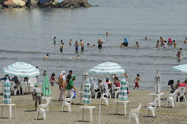 كاميرات المنحرفين تلاحق الفتيات في الشواطئ