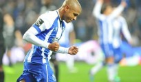Vidéo: Le but de Yacine Brahimi contre  vs Setúbal 3-5-2015 15