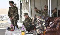Gaïd Salah supervise un exercice de tirs réels dans la 4ème région militaire 30