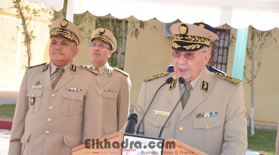 Gaïd Salah installe le Général-Major Mostefa Smaali dans ses nouvelles fonctions de Commandant de la 3ème RM 4