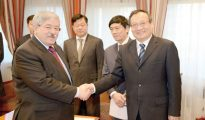 Ouyahia reçoit le vice-président du département de l'Information du comité central du Parti communiste chinois 11