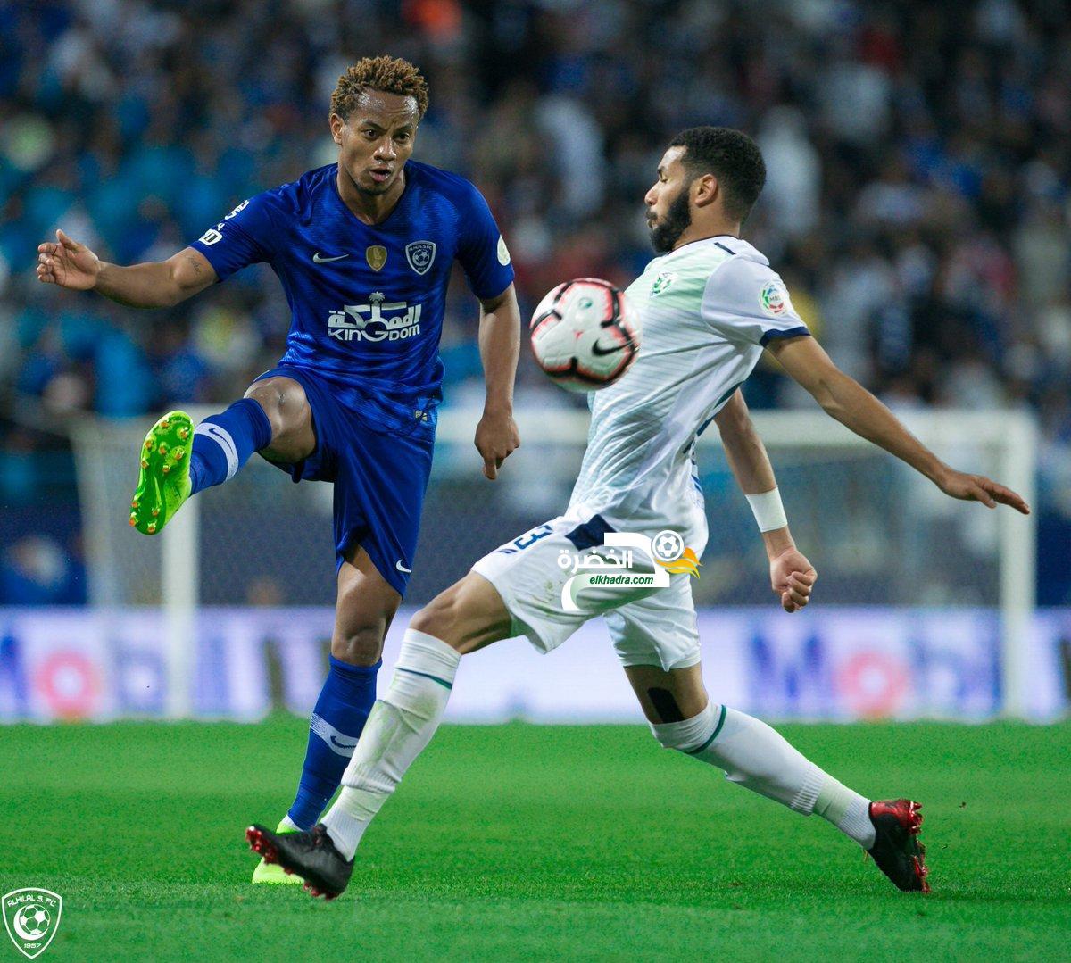 الهلال يفوز على ضيفه الفتح وينفرد بصدارة الدوري السعودي 33