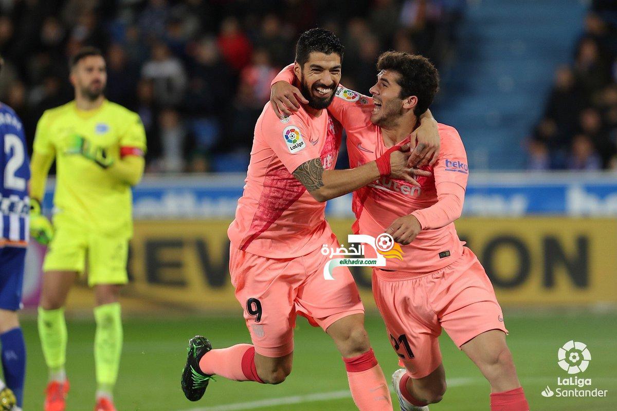 برشلونة يتجاوز ألافيس ويقترب من لقب الليجا 24