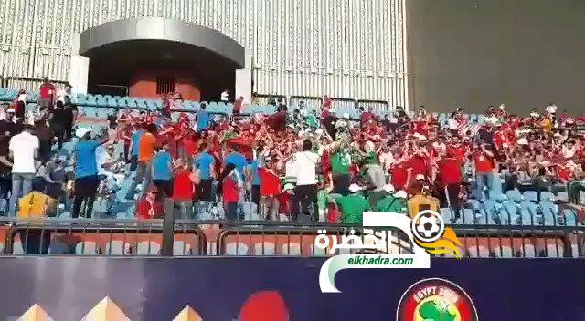 فيديو .. شاهد الجمهور المغربي يحيي ويرحب بالجمهور الجزائري ضد ساحل العاج 24