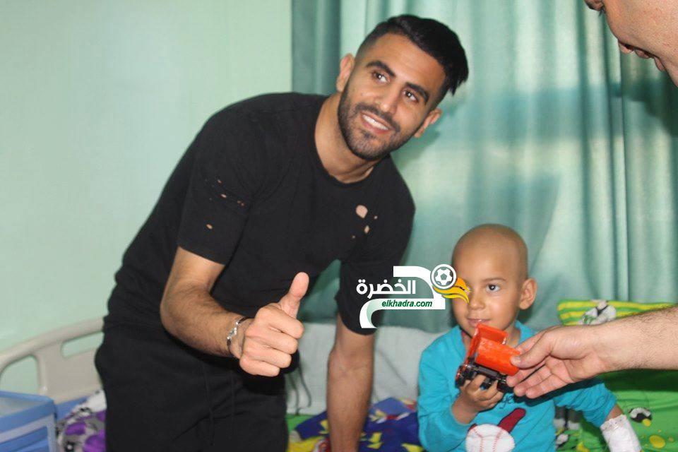 بالصور .. رياض محرز يزور الأطفال المرضى بالسرطان بالحاسي وهران 24