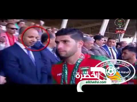 فيديو .. لاعبو شبيبة بجاية يرفضون مصافحة وزير الشباب والرياضة 29