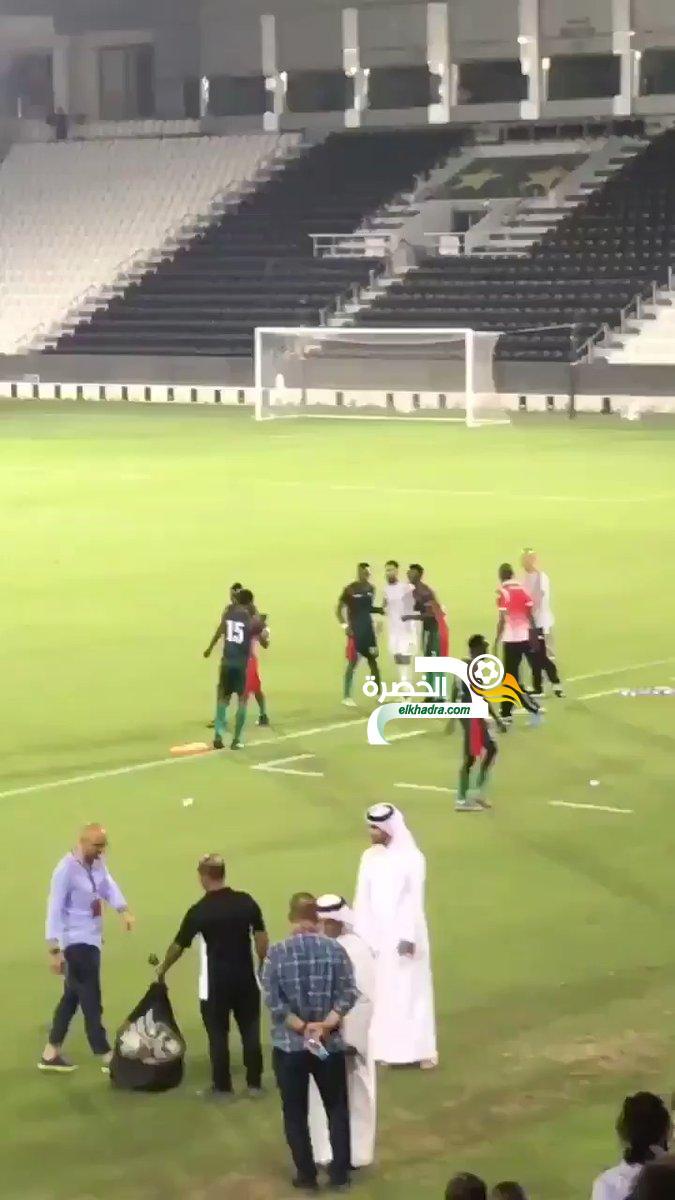 فيديو .. لاعبي بورندي يتهافتون على رياض محرز لإلتقاط صورة معه 26