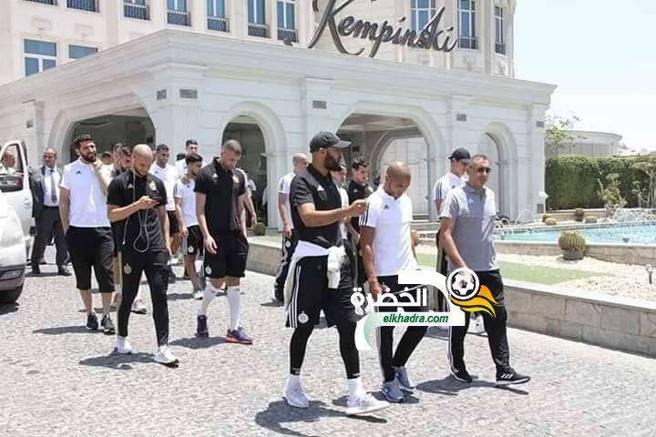 اللاعبون في جولة خفيفة خارج الفندق قبل مباراة غينيا 29