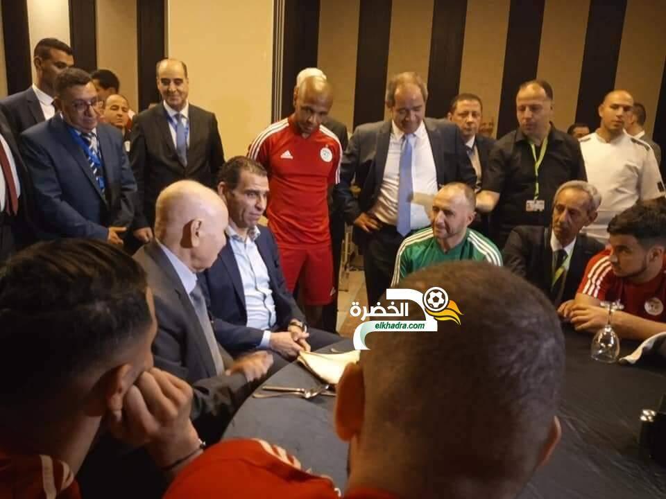 بالصور.. لاعبو المنتخب الوطني يلتقون رئيس الدولة عبد القادر بن صالح 24