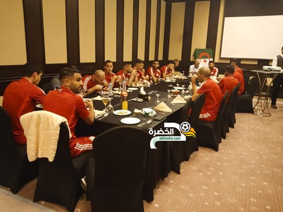 بالصور.. لاعبو المنتخب الوطني يلتقون رئيس الدولة عبد القادر بن صالح 25