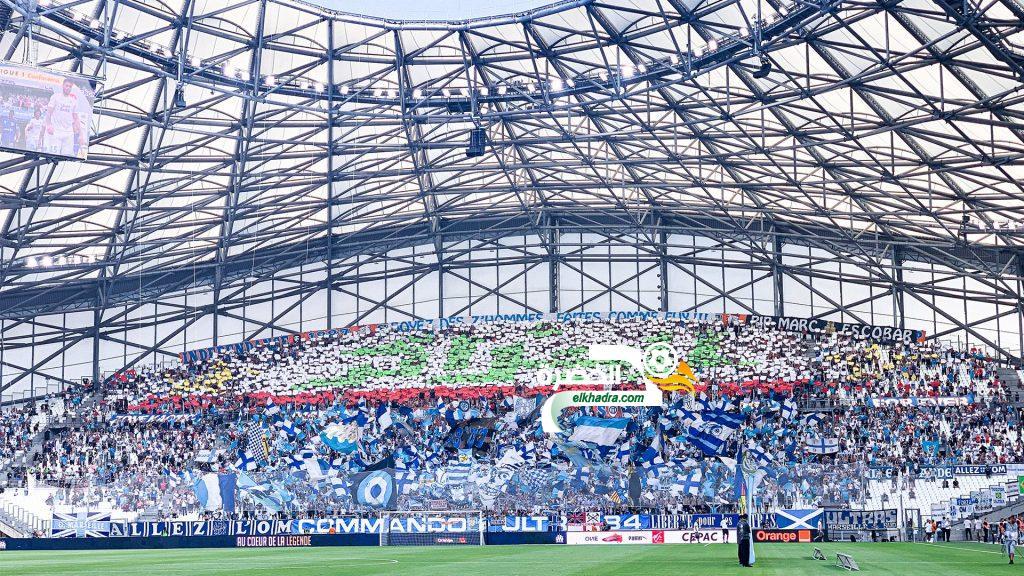 جمهور نادي مارسيليا الفرنسي يرفع تيفو باسم الجزائر باللغة العربية 18