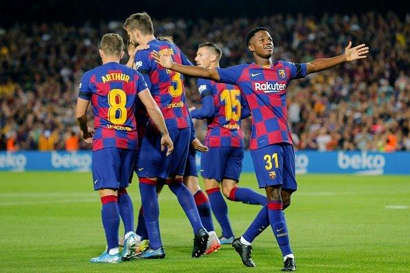 برشلونة يسحق ضيفه فالنسيا في قمة الدوري الإسباني 24