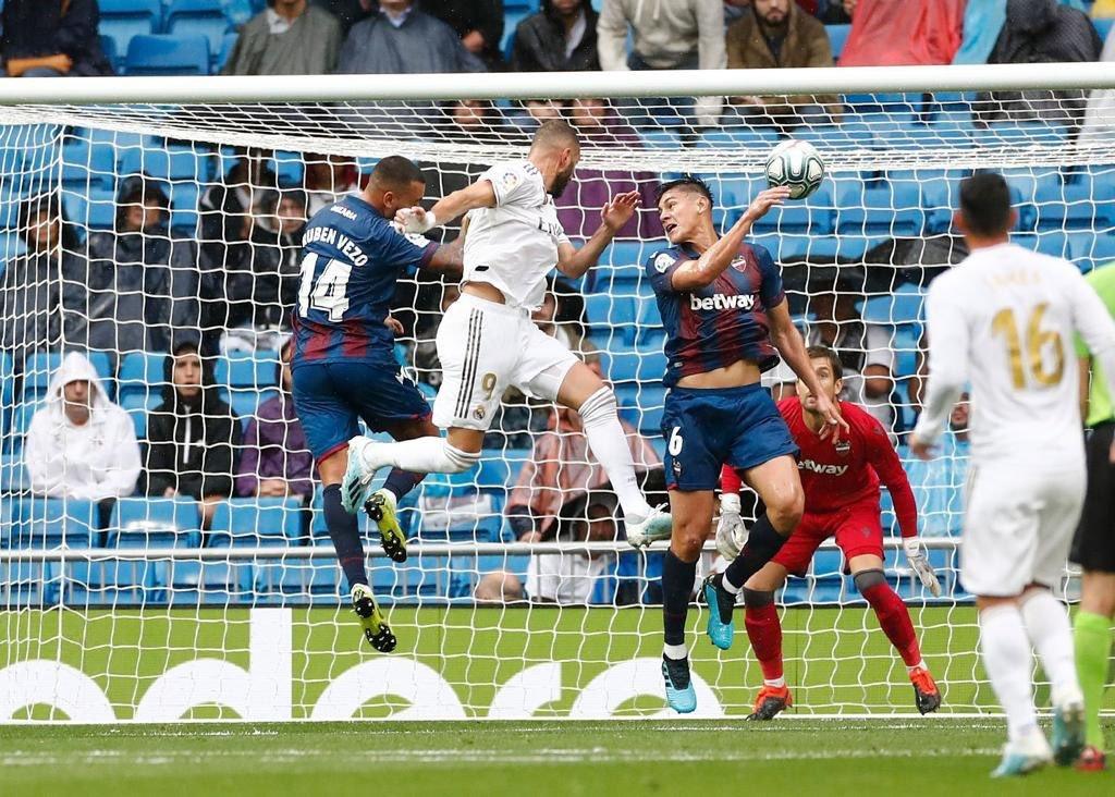 كريم بنزيما يقود ريال مدريد لفوز صعب على ضيفه ليفانتي 24