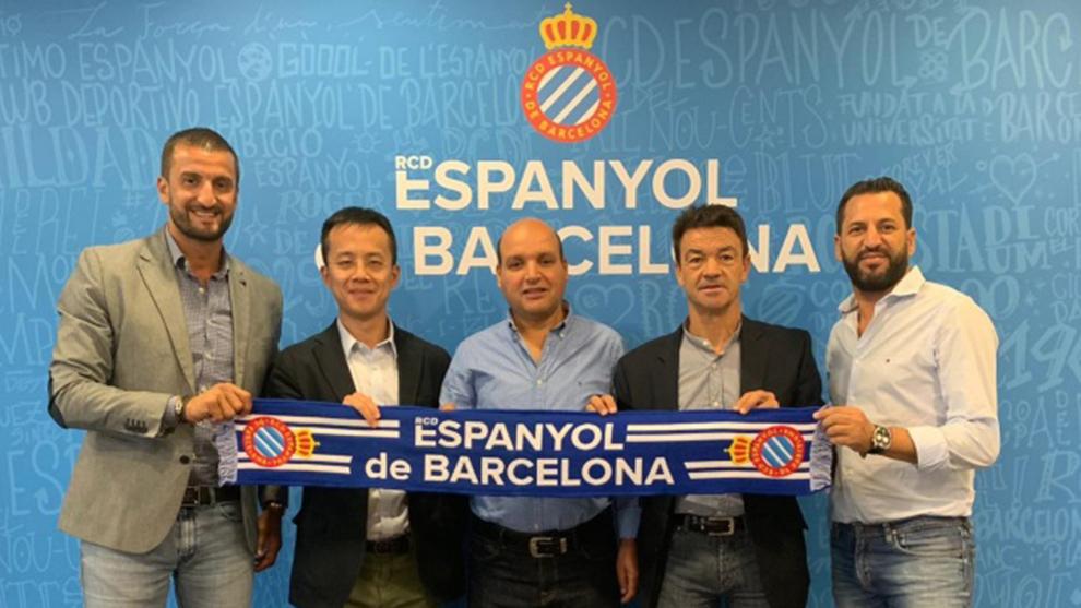 نادي إسبانيول برشلونة يعلن افتتاح أكاديمية لكرة القدم بالجزائر 31