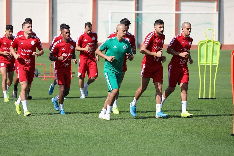 صور تدريبات المنتخب الوطني الجزائري 24