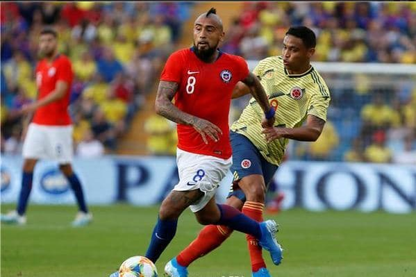 قبل مواجهة الجزائر .. منتخب كولومبيا يتعادل مع التشيلي سلبيا 24