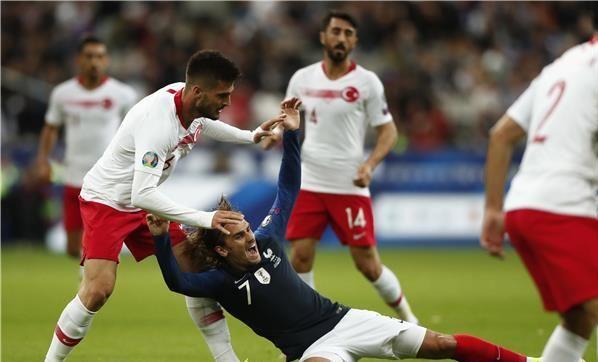 تركيا تحقق تعادل مثير امام منتخب فرنسا على ملعب دو فرانس 20