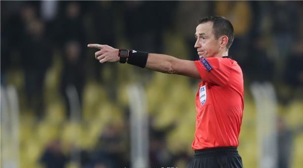 مباراة الجزائر وكولومبيا بتحكيم الفرنسي روديه بوكيه 24