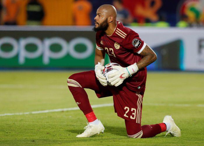 مبولحي ضمن قائمة 10 للاعبين الاكثر مشاركة في تاريخ المنتخب الجزائري 24