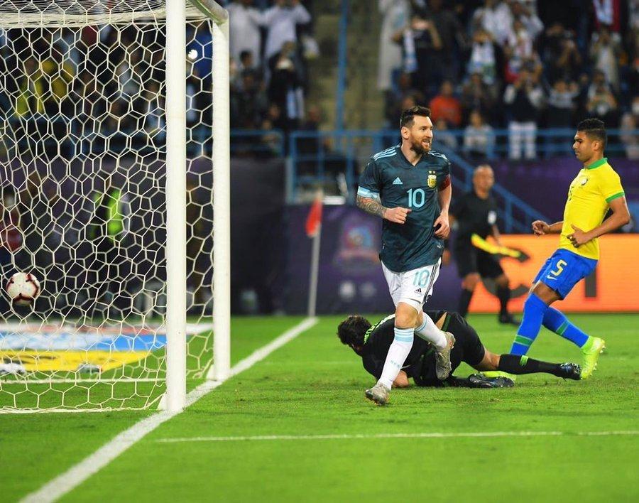 بالصور .. ميسي يقود الأرجنتين للفوز على البرازيل وديًا في السعودية 132