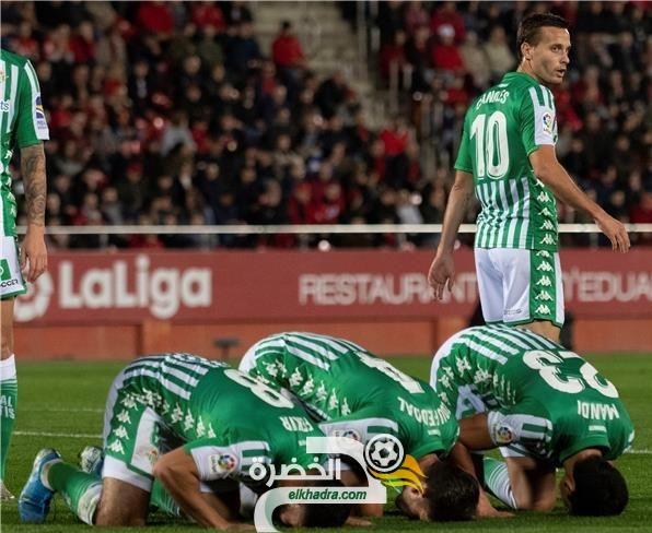 المغربي زهير فضال يرد على منتقدي سجوده رفقة الجزائري ماندي 26