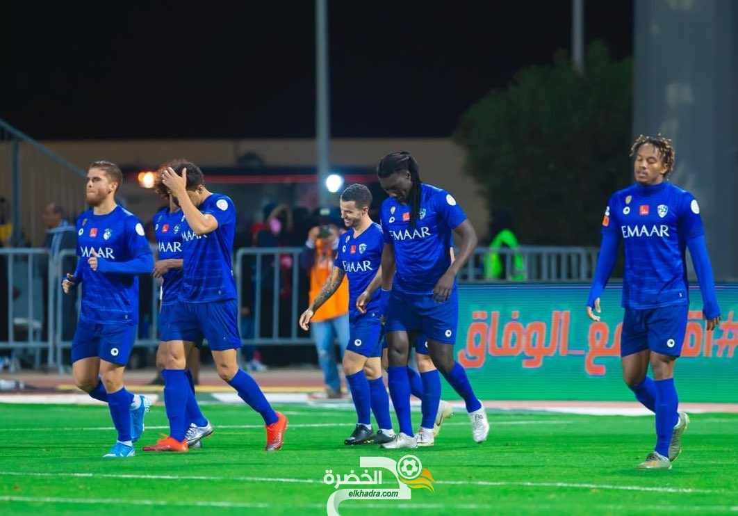 الهلال يتعادل مع الفيصلي وينفرد بصدارة الدوري السعودي 25