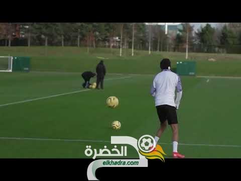فيديو محرز يداعب الكرة على طريقة مارادونا 31