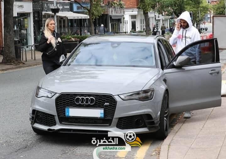 بالصور .. رياض محرز رفقة النجمة تايلور في شوارع مانشستر 25