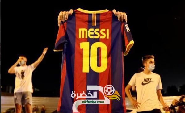 جماهير برشلونة يهتفون لميسي ويطالبونه بالبقاء 24