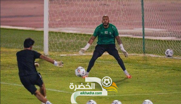مبولحي يغادر السعودية للانضمام لمنتخب الجزائر 24