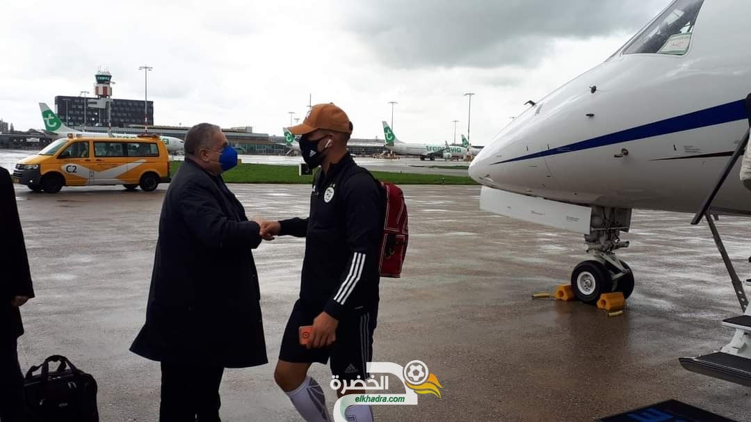 بعثة المنتخب الجزائري تصل إلى هولندا على متن طائرة خاصة 24