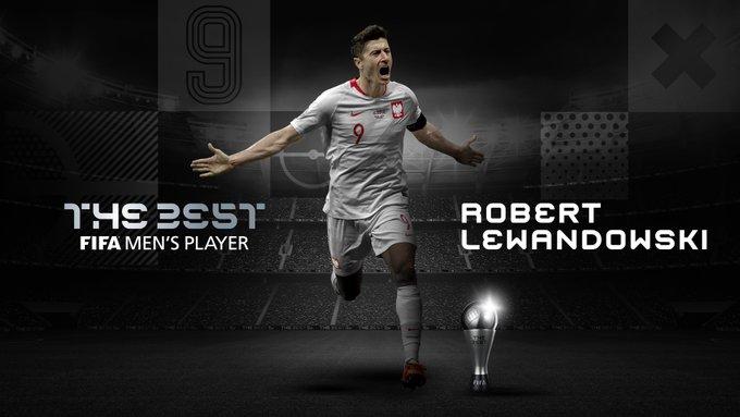 ليفاندوفسكي يتوج بجائزة أفضل لاعب في العالم لعام 2020 1