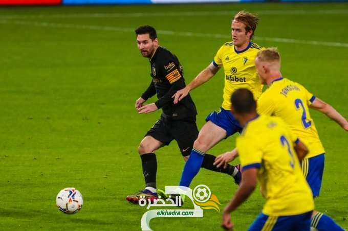 قادش يفوز على برشلونة بهدفين مقابل هدف في الدوري الإسباني 29