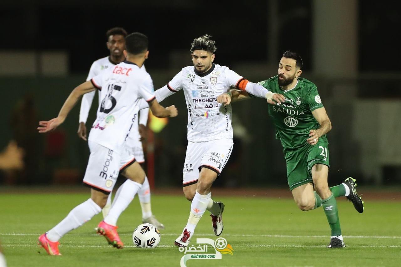 الشباب يفوز على أهلي جدة بثلاثية ويتصدر الدوري السعودي 28