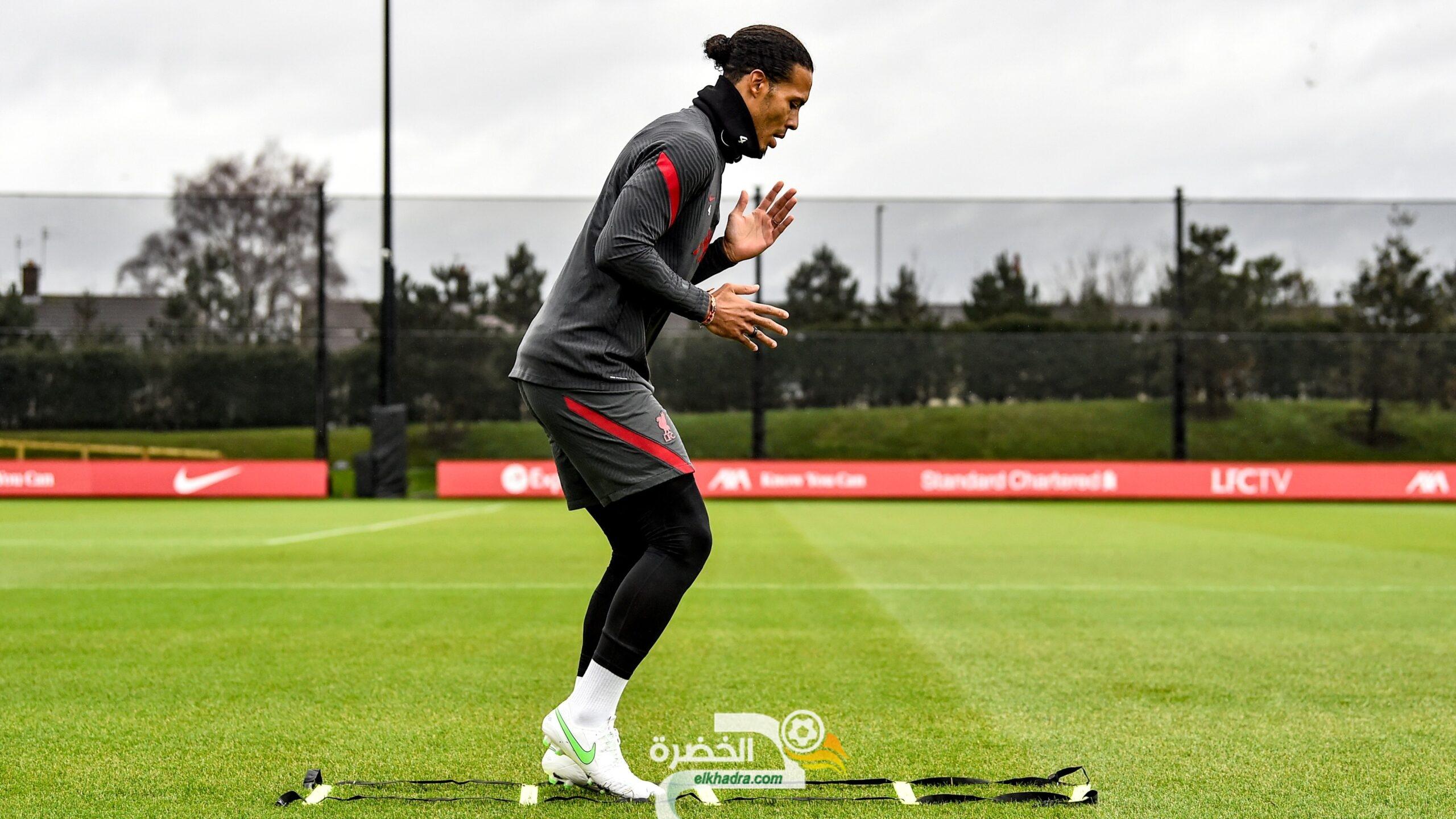 بالصور .. فيرجيل فان دايك يعود لتدريبات نادي ليفربول 25