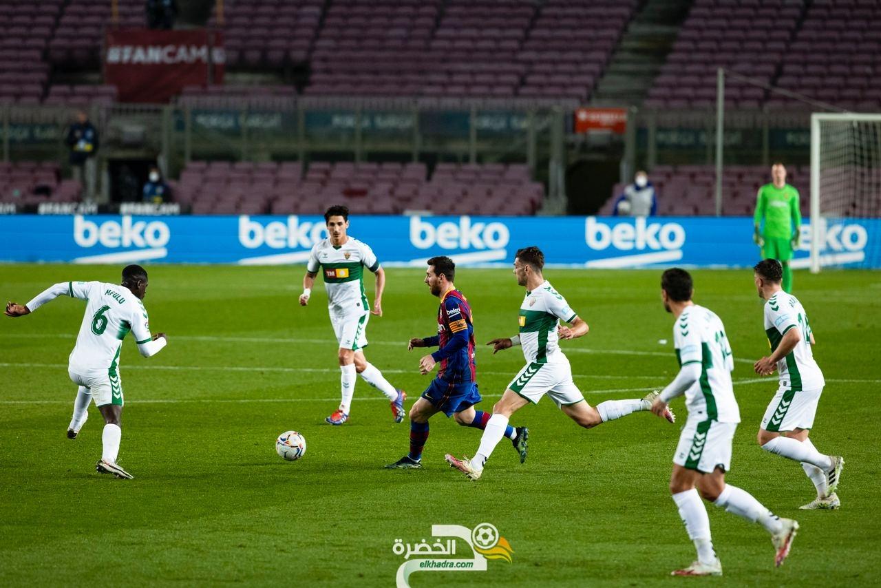 """ميسي يقود برشلونة إلى فوز ساحق على """"إلتشي"""" 23"""