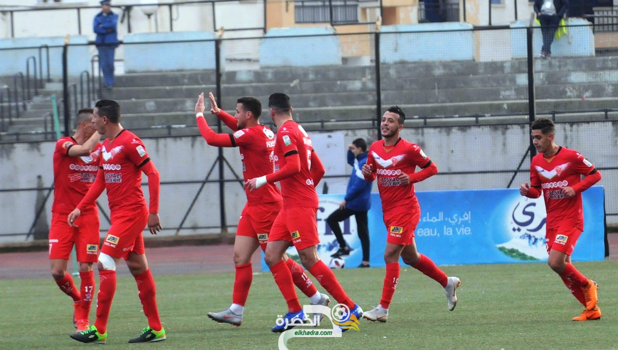 مولودية وهران تفوز على شبيبة سكيكدة وتتصدر الدوري الجزائري 29