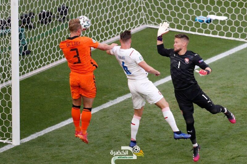 منتخب هولندا أكثر فريق يتلقى بطاقات حمراء في تاريخ بطولة أوروبا 13